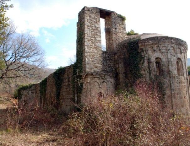 L'abbazia in rovina di S. Benedetto in Fundis