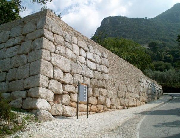 Mura poligonali ciclopiche a Cesi