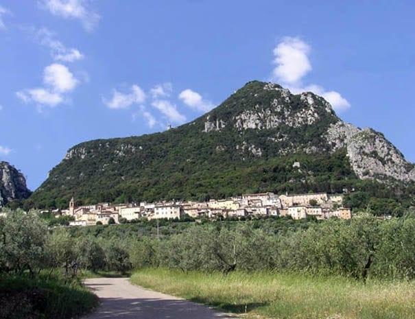 Cesi e il monte di Eolo