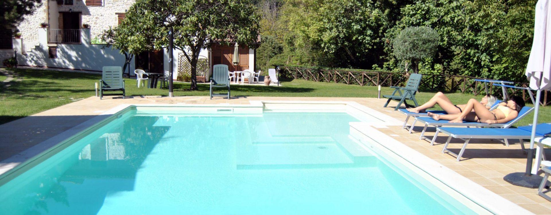 piscina ragazze 10