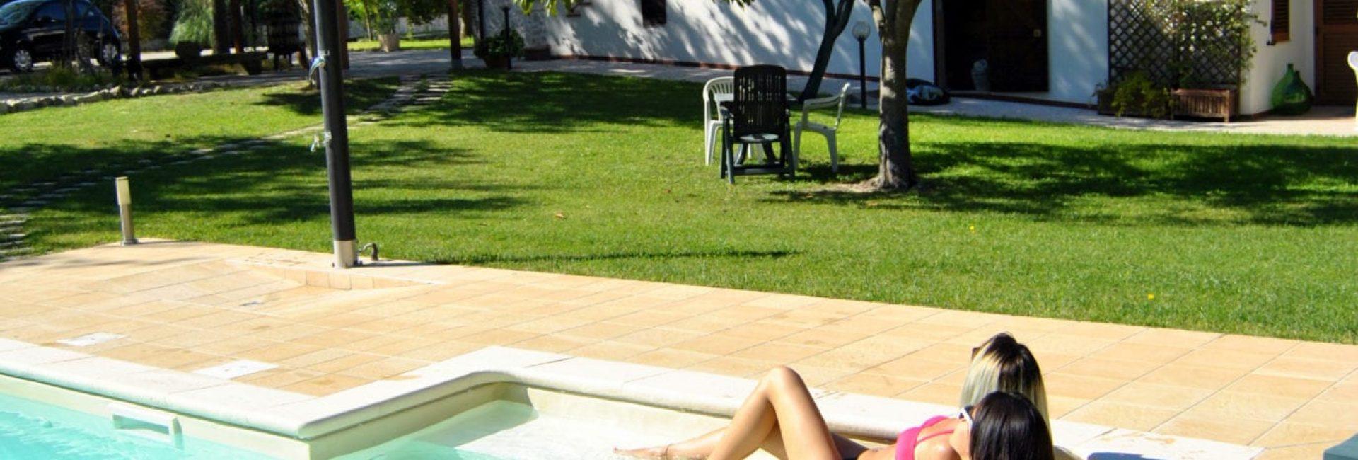 piscina ragazze 6