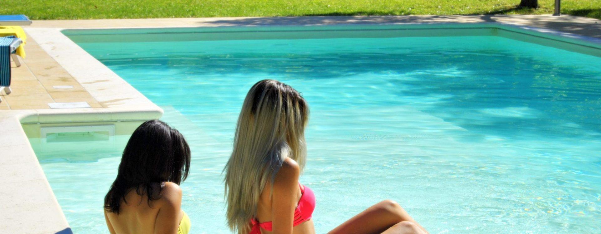 piscina ragazze 9
